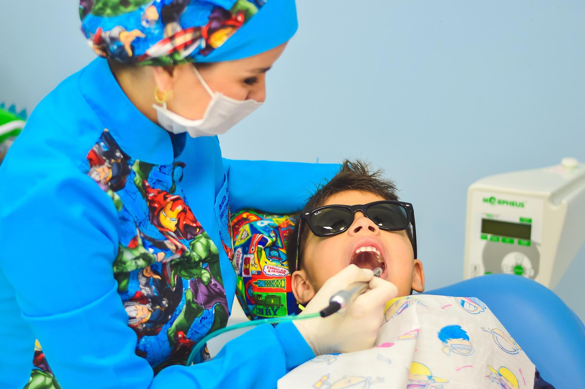 cum-sa-i-faci-pe-micii-pacienti-sa-aiba-o-atitudine-pozitiva-vizavi-de-igiena-dentara